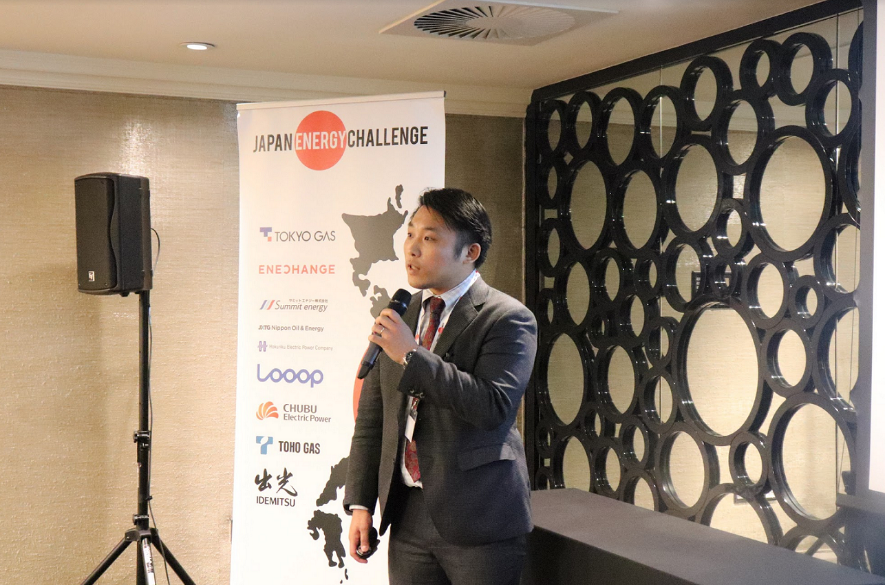 Assistant Director of Research at JETRO, Hiroyuki Kinoshita, delivering a speech to our sponsors about current energy retail market trends.