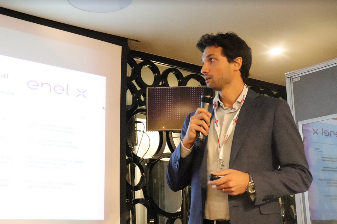 Fabrizio Gasbarri -Head of Business Development for Energy Services- presenting Enel's strategy for the deployment of its electric vehicle charging services.